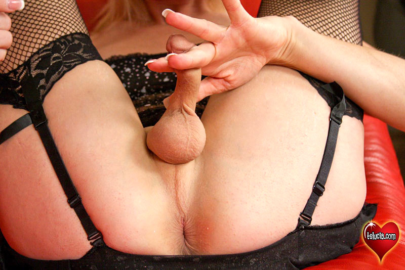 Lucia Enjoying Her Pink Vibrator