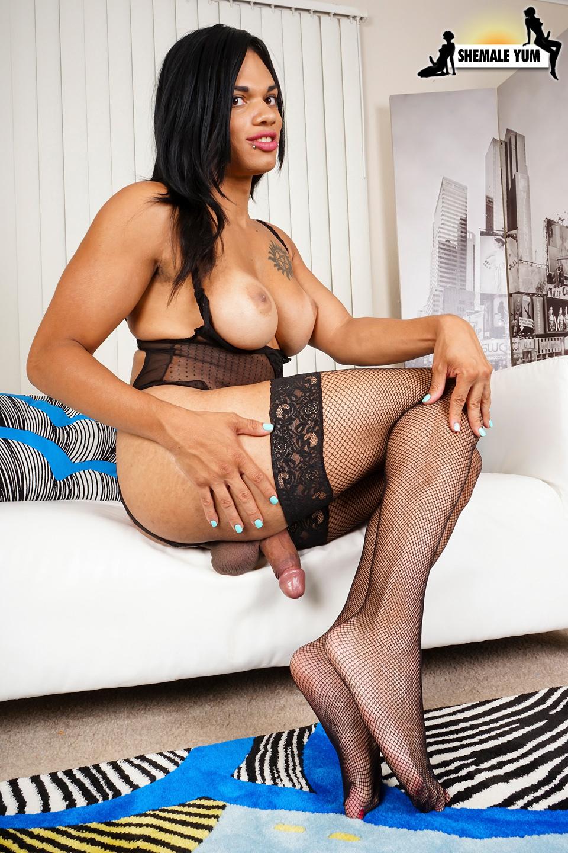 Morena Black Tries The Dick Pump!