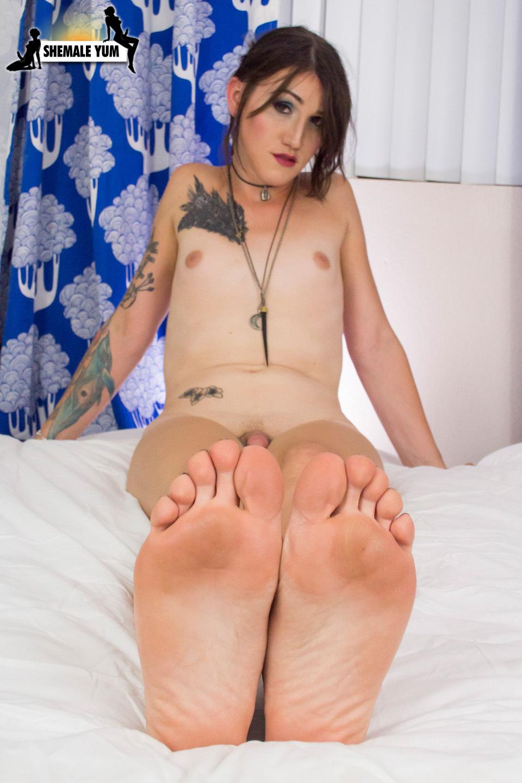 Sensuous Lena Jade Jacks Off And Cums!