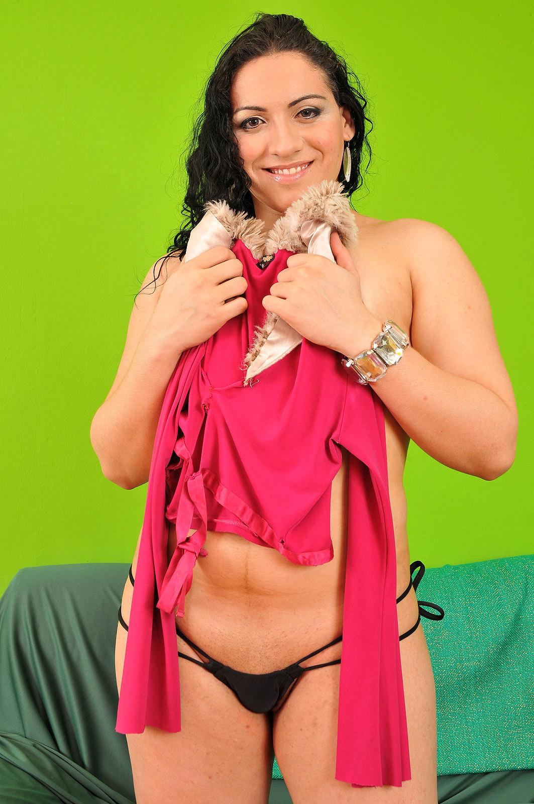 Steamy Brunette Tranny Raissa Sampaio Strips Down Outfit