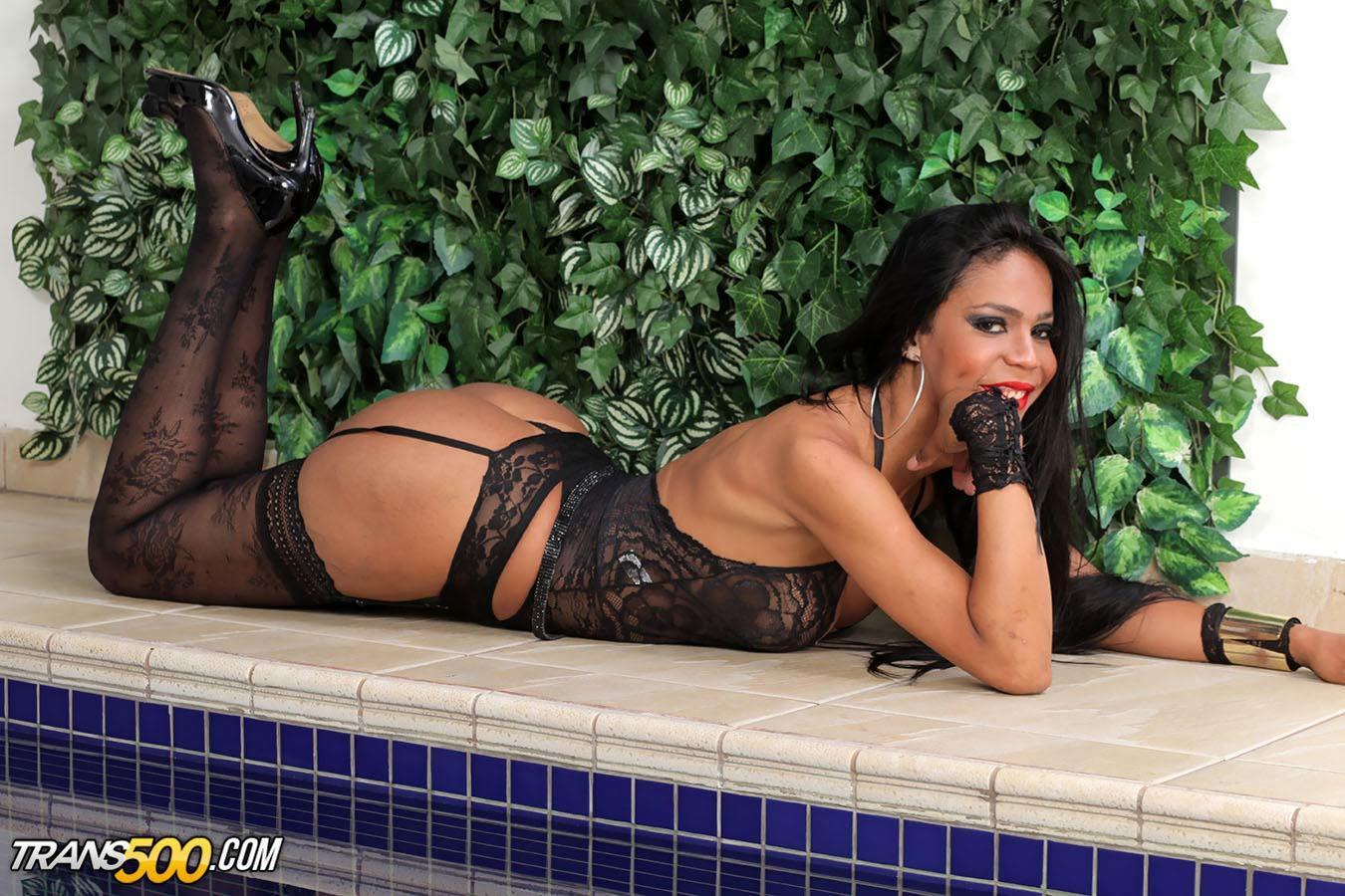 Watch Gorgeous Shemale Mirella Arango Take In Massive Cock!